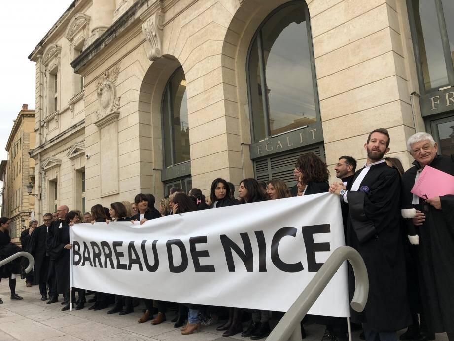 Les avocats en grève devant le palais de justice de Nice (photo d'illustration).