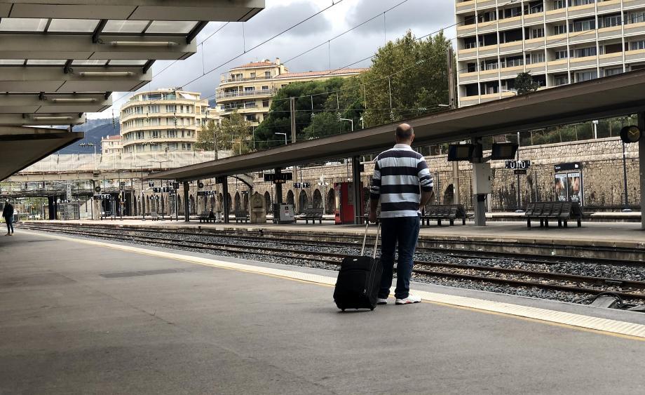 Illustration trafic SNCF réduit à la gare de Toulon.