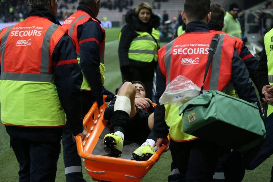 Youcef Atal est sorti sur civière contre Metz.