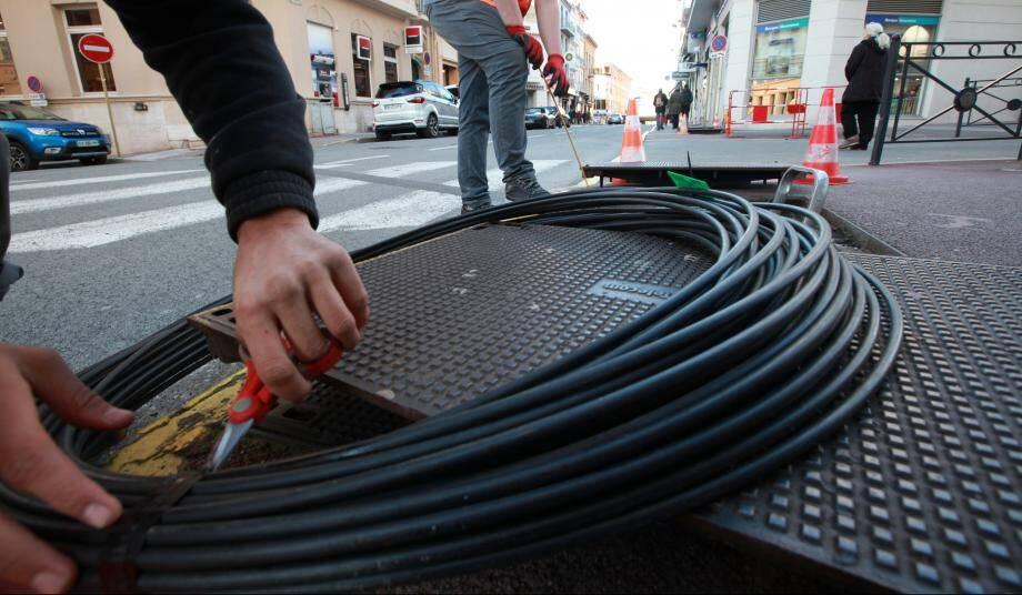 Une opération de mise en place de la fibre à Saint-Raphaël. Illustration.
