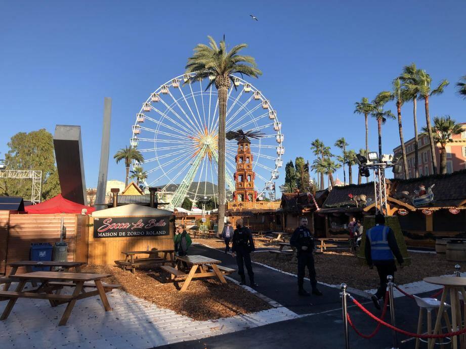 Le marché de Noël installé au centre de Nice était en cours d'évacuation, ce samedi à 15h30, à la suite d'une alerte au colis suspect place Masséna.