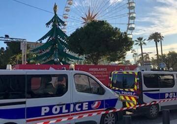 Selon nos informations, un homme a été interpellé ce samedi après-midi à Nice, où plusieurs milliers de personnes ont été évacuées du marché de Noël.