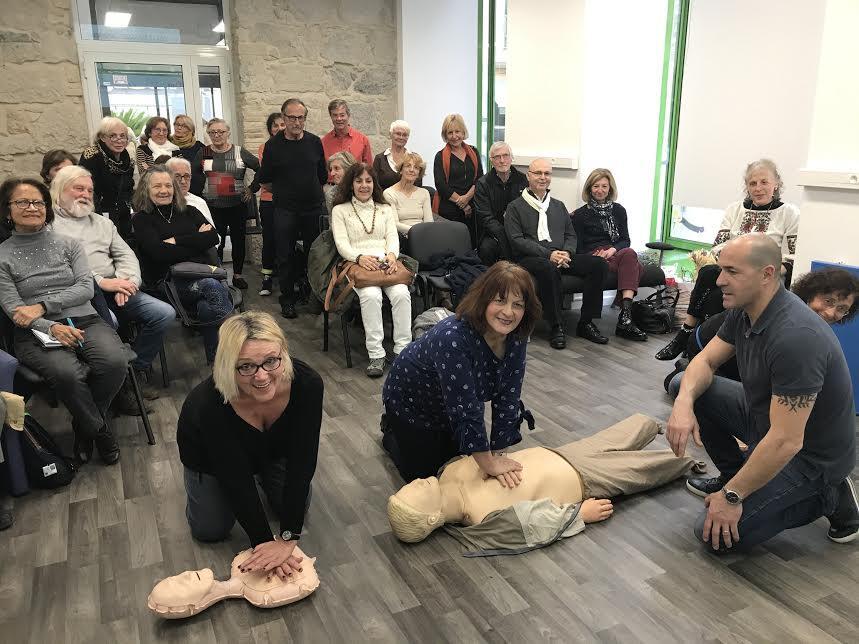 Animés par Michel, les cours de secourisme pour apprendre à réaliser un massage cardiaque font partie des nouveautés testées et approuvées par les seniors.