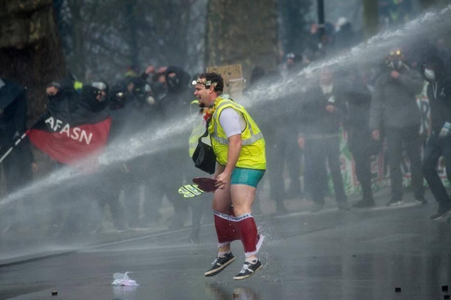 Un manifestant à Nantes, le 11 janvier. Illustration.