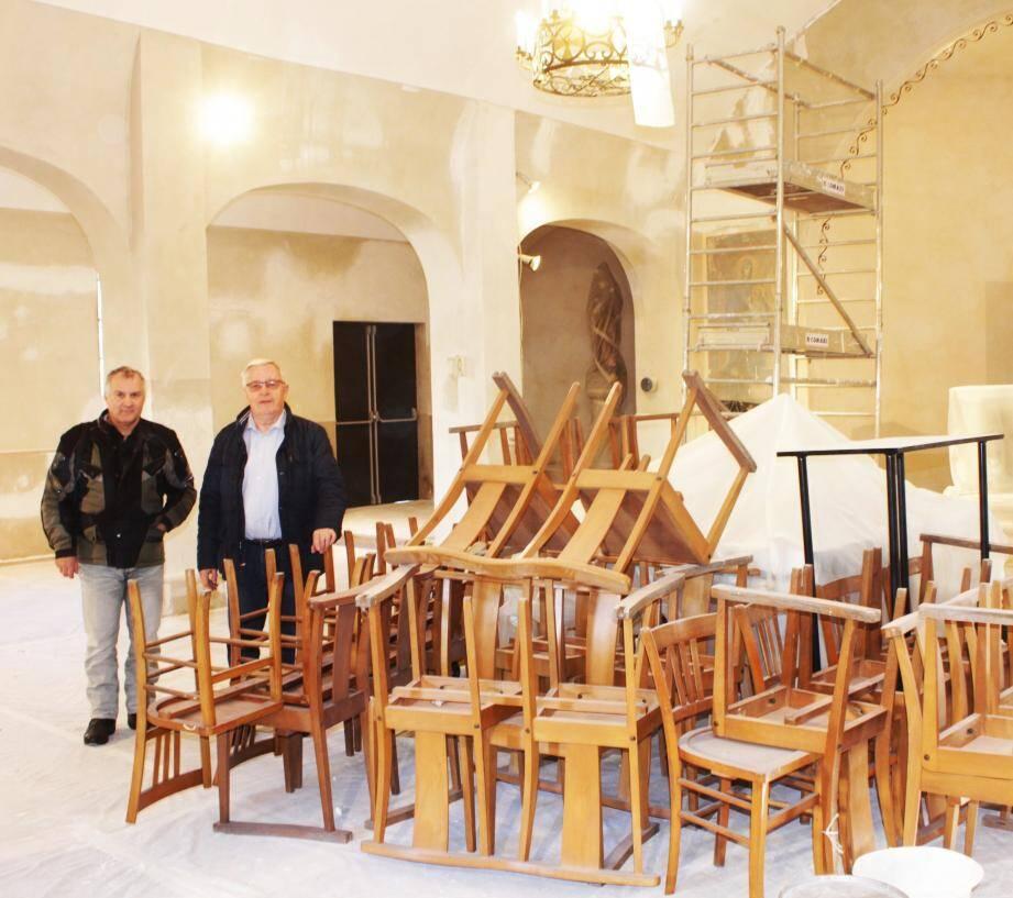 Claude-F. Leloup, économe paroissial et Therry Mateos, responsable des travaux au diocèse de Nice lors d'une visite du chantier.