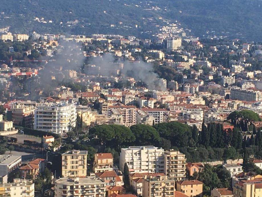 Le feu, visible de loin, a ravagé un logement situé au deuxième étage d'un immeuble de l'avenue Aristide-Briand.