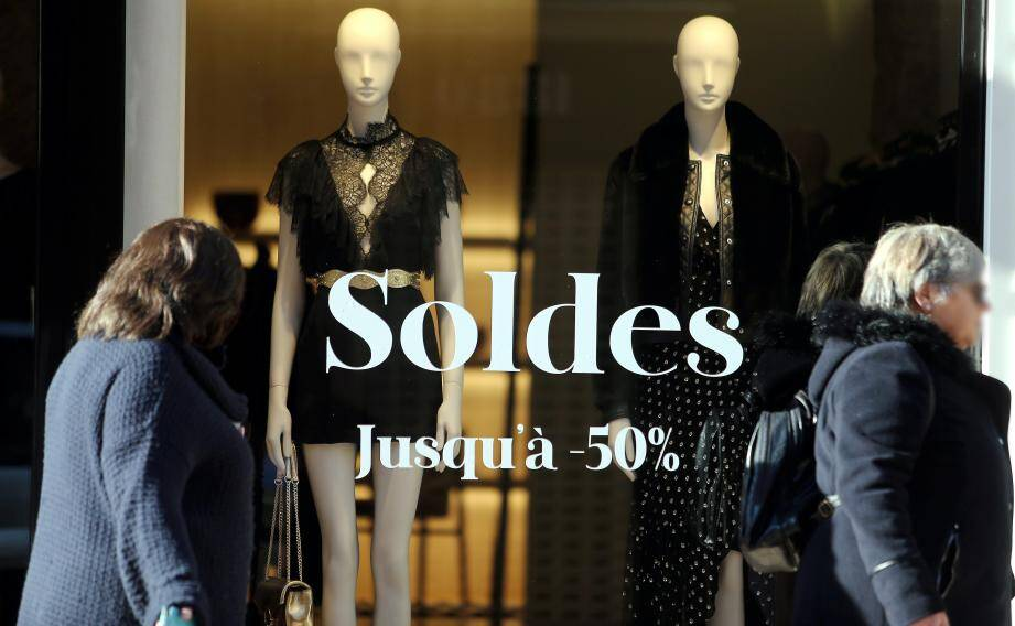 Dès hier, les vitrines affichaient l'actualité des commerces. Il ne manquait que le lever de rideau… dès ce matin !
