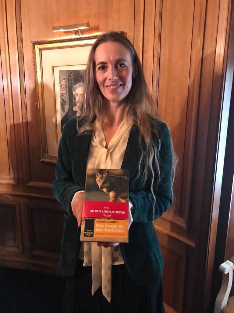 """Caroline Audibert se dit """"honorée par ce prix qui est une belle reconnaissance"""". Puisse son ouvrage faire avancer les choses entre meutes et troupeaux."""