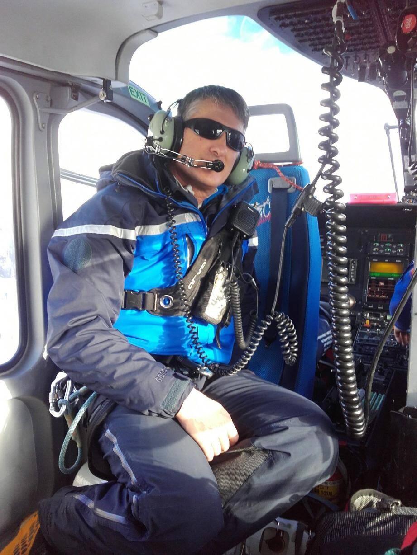 Le major Loszach commandant un exercice de sauvetage avalanche (sa spécialité) du PGHM, en décembre 2018, à Isola 2000. C'est dans cette station qu'il a effectué son ultime secours.