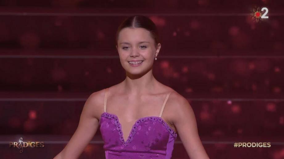 La danseuse Mathilde Valin et la flûtiste Mélodie Seguin en finale de « Prodiges », hier soir, sur France 2.(Captures d'écran DR)