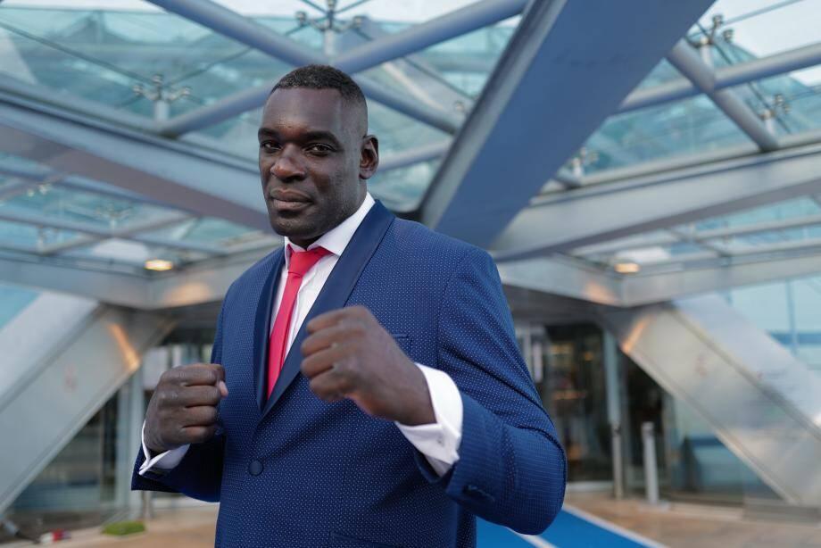 Patrice Quarteron est né le 20 mars 1979 à Sevran (Seine-Saint-Denis). C'est un ancien combattant de Muay-thaï et Kick-boxing.