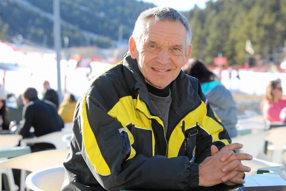 À gauche : Jean-Paul Rouquier, le directeur de Gréolières-les-Neiges. À droite : Jean-Gabriel Passini, le tout nouveau directeur de l'école de ski (le second en partant de la droite) avec une partie de son équipe.