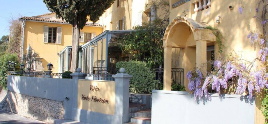 Le restaurant cannois « Da Laura » aura un autre établissement à Mougins, localisé dans la villa Vaste Horizon (à gauche), tandis que la construction du complexe Diagana (à droite) devrait démarrer en septembre 2020. (DR)