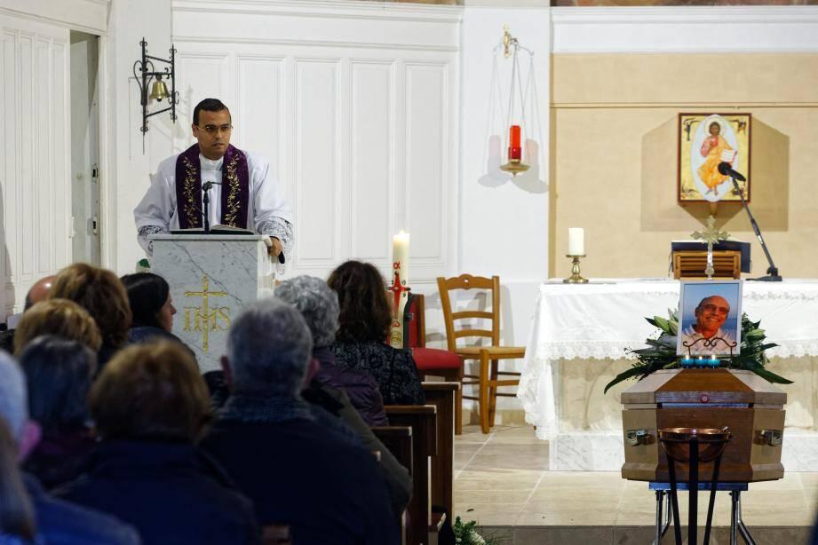 Amis et famille s'étaient réunis pour un dernier au revoir à Philippe Coïc décédé samedi 28 décembre à Sanary.