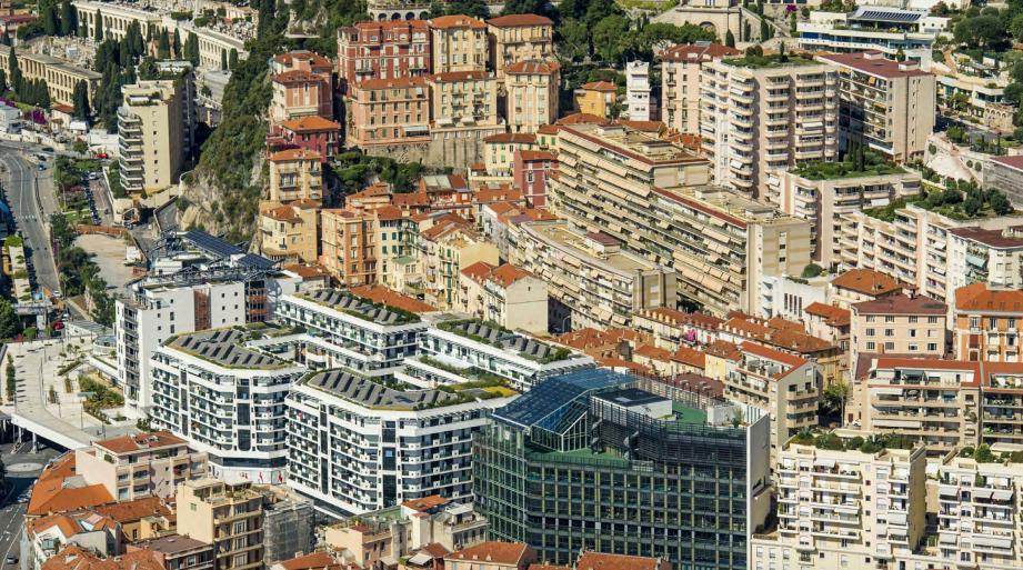 Le 10 décembre 2014, au CHPG, la princesse Charlène donne naissance au prince héréditaire Jacques deux minutes après sa jumelle la princesse Gabriella. Le 10 mai 2015, les enfants du couple princier sont baptisés en la cathédrale de Monaco.