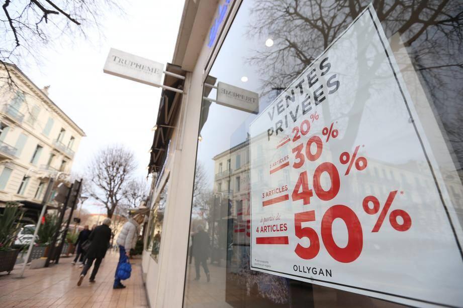 La conjoncture économique amène la plupart des boutiques à proposer des ventes privées ou des promotions importantes avant les soldes qui débuteront réellement ce mercredi.