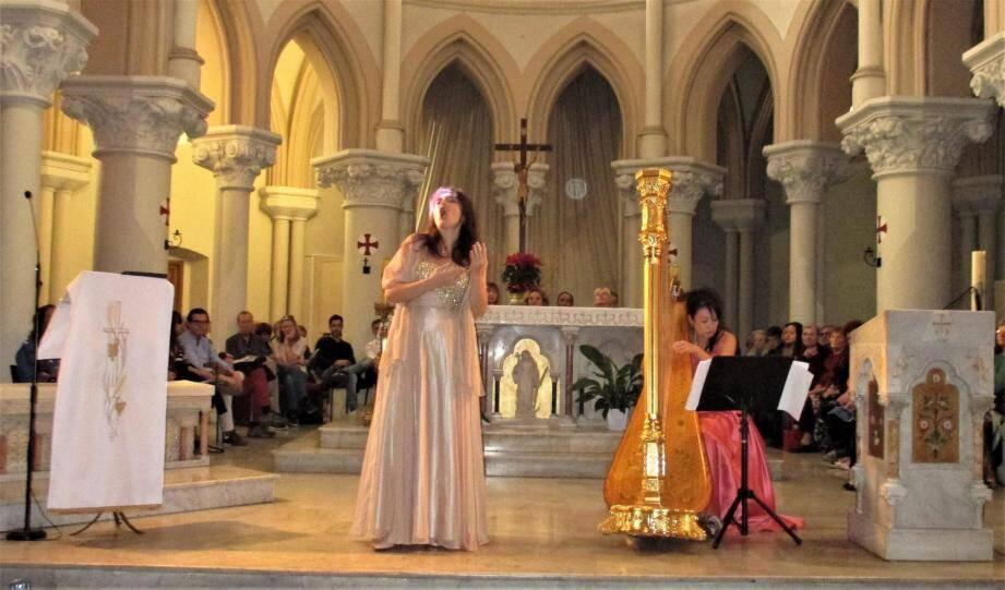 La soprano Marie-Caroline Kfoury, et la harpiste Mutsuko Uematsu, ont tout simplement ébloui le public.