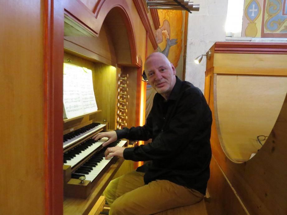 Michel Alabau, organiste titulaire de la cathédrale de Saint-Omer, s'est produit hier en l'église Saint-Nazaire.