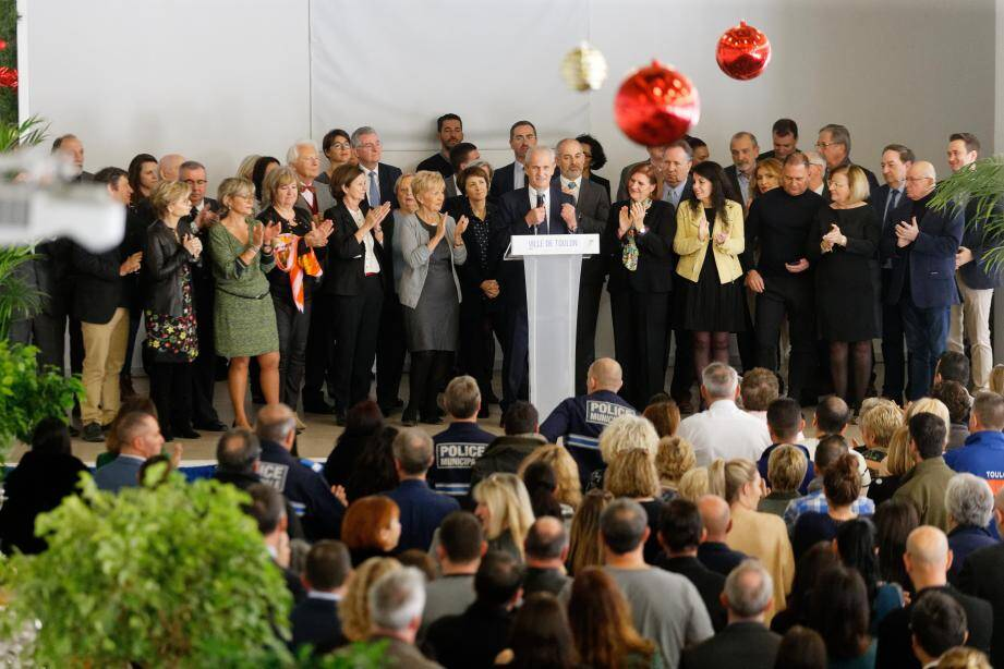 Adjoints et élus ont rejoint Hubert Falco sur scène pour un discours 2020 particulier, échéances électorales obligent.