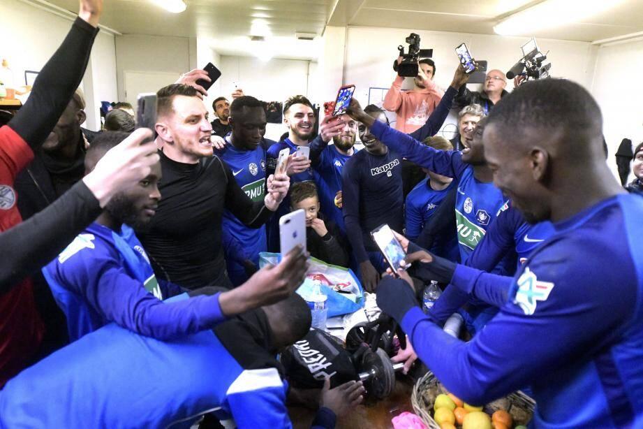 Les amateurs de Saint-Pryvé après leur victoire contre Toulouse en 32e de finale.