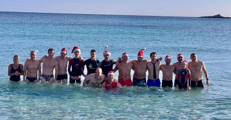 La fine équipe des triathlètes courageux du Nouvel an.