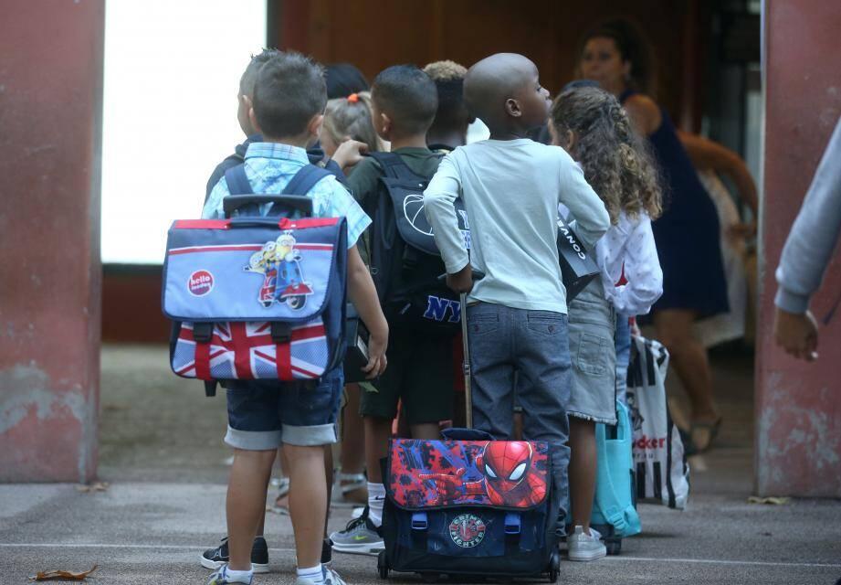 Sept écoles de Nice resteront fermées demain. Le réseau Lignes d'Azur s'annonce également perturbé.