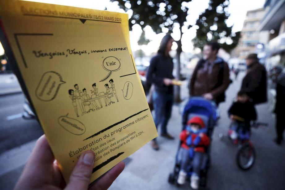 Le groupe a commencé à distribuer des tracts dans les rues pour inviter les Vençois à prendre part à la création de la liste et du programme.