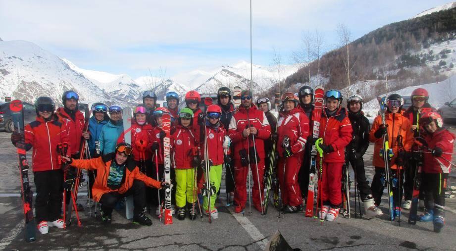 Photo de famille pour les skieurs du club des sports de l'Audibergue-La Moulière.DR