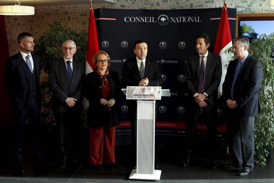 Stéphane Valeri et la vice-présidente du Conseil national Brigitte Boccone-Pagès, entourés des présidents de commissions permanentes.