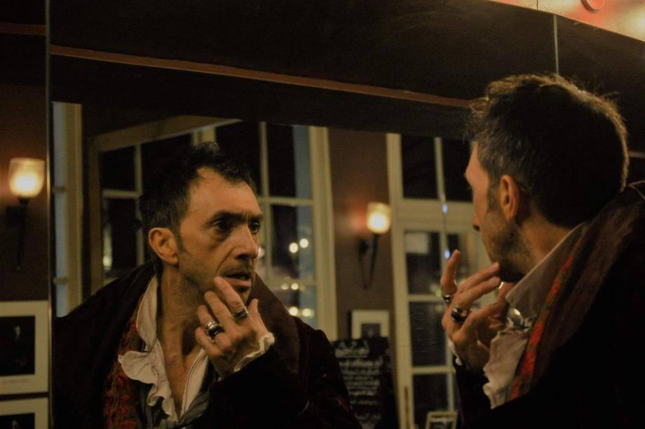 Kean, incarné par Alexis Desseaux, est-il comédien ou est-il ses personnages ? Réponse le 19 janvier sur la scène du Théâtre des Variétés.
