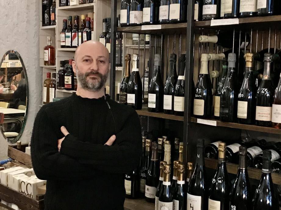 Olivier Labarde, patron de l'établissement sis au 17, rue Gubernatis et du bistrot « La mise au verre » rue Pastorelli a reçu le prix du meilleur caviste.