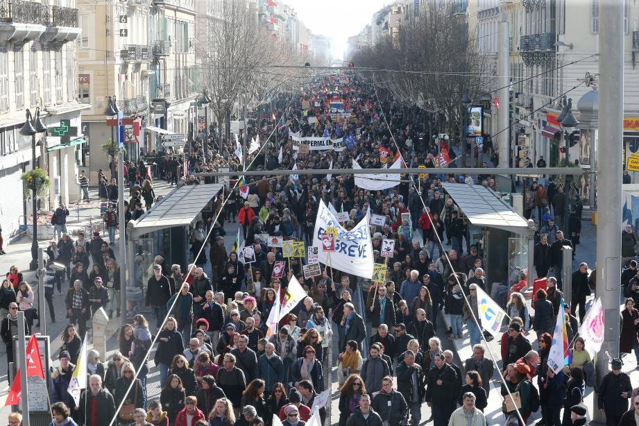 Jeudi, au quatrième jour de grève interprofessionnelle, le cortège s'étendait sur toute l'avenue Jean-Médecin.