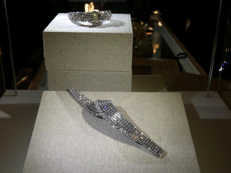 Ces montres, dites «montre secret», cachent leur cadran derrière des diamants.