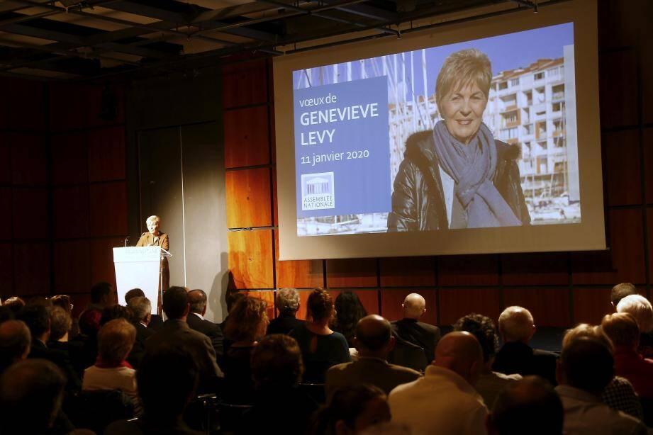 Après son allocution, la députée LR de Toulon, Geneviève Lévy, a passé la parole à Hubert Falco. Les sympathisants ne le regreteront pas...