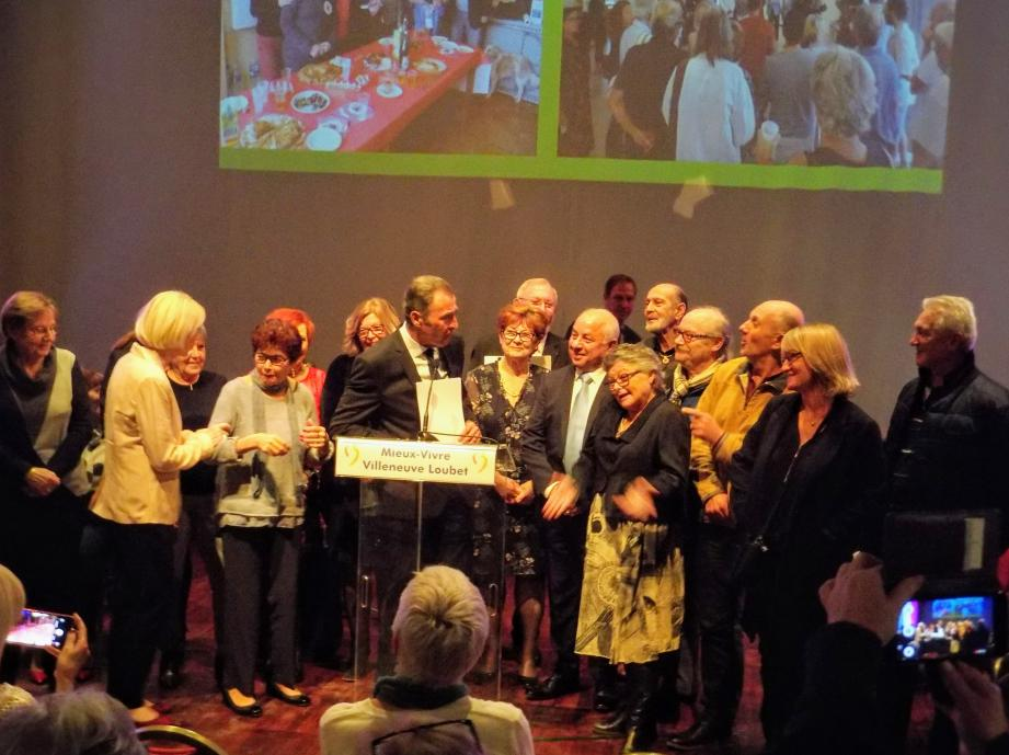 L'ensemble des bénévoles intervenant salle Tosti auprès du Bel Age a été mis à l'honneur pour la qualité et la variété des activités proposées lors de la cérémonie des vœux du maire Lionnel Luca.