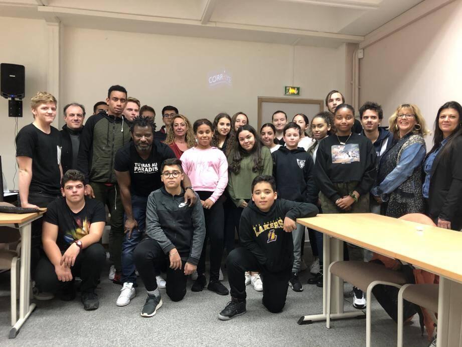 Des élèves et des élus des conseils de Gérard-Philipe, les Mûriers et Hutinel ont rencontré Rost lundi 13 janvier.
