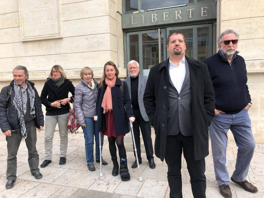 David Nakache et ses soutiens hier, devant le tribunal.