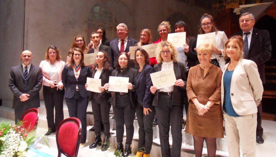 Quelques diplômées du lycée Anne-Sophie Pic, en présence des élus, du proviseur et des invités.