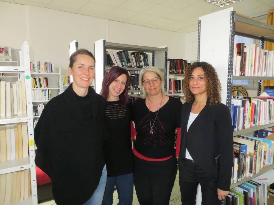 De g. à d. : Virginie Charbonnier (trésorière sortante), Aurore Ovion (présidente), Françoise Herzig (secrétaire) et Myriam Embarek (trésorière entrante), une équipe passionnée au service de la bibliophilie locale.