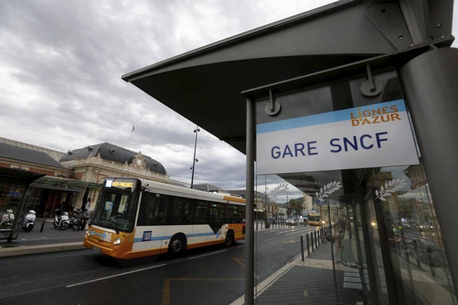 Le réseau de bus s'annonce perturbé aujourd'hui dans toute la Métropole. À Nice, le tramway est à l'arrêt.
