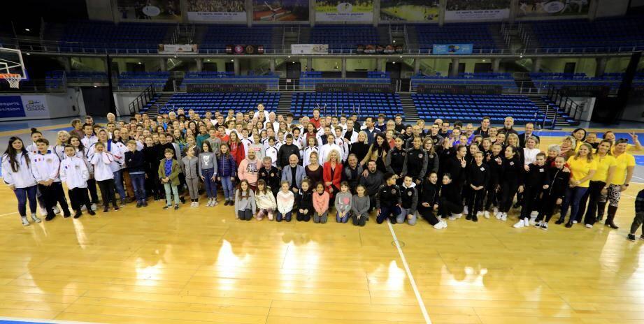 Près de 200 sportifs, de tout niveau ont été récompensés hier soir au Palais des sports de Toulon.