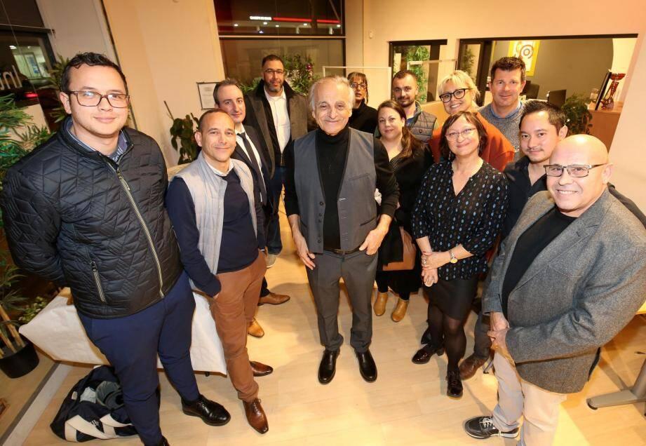 Claude Benhamou, président de Clem'boulevard (au centre), fédérant depuis 1995 les commerçants, espère créer une animation hebdomadaire voire mensuelle pour renforcer l'image de la vitrine commerciale.