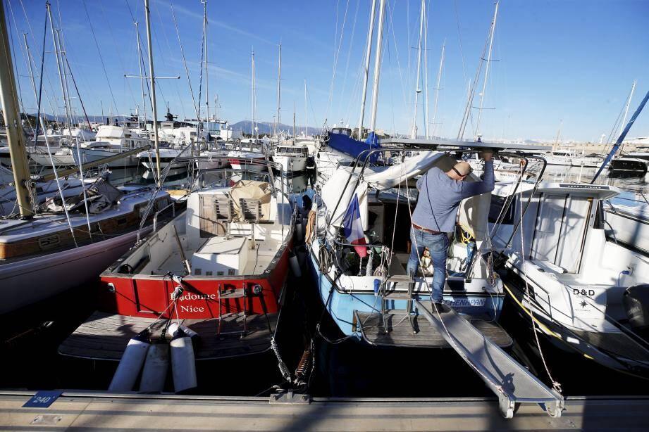 Face au reclassement de leurs tarifs de stationnement, certains propriétaires prévoient de découper la passerelle arrière de leur bateau ou simplement de quitter le port.
