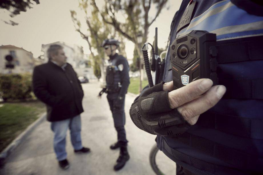 Cagnes-sur-Mer vient de s'équiper de ces caméras-piétons dont les données sont désormais cryptées.