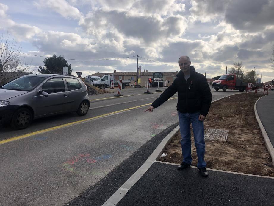Thierry Modolo, président de l'association PMSD est vigilant en cas de création d'un ralentisseur près du rond-point, dispositif qu'il estime illégal.