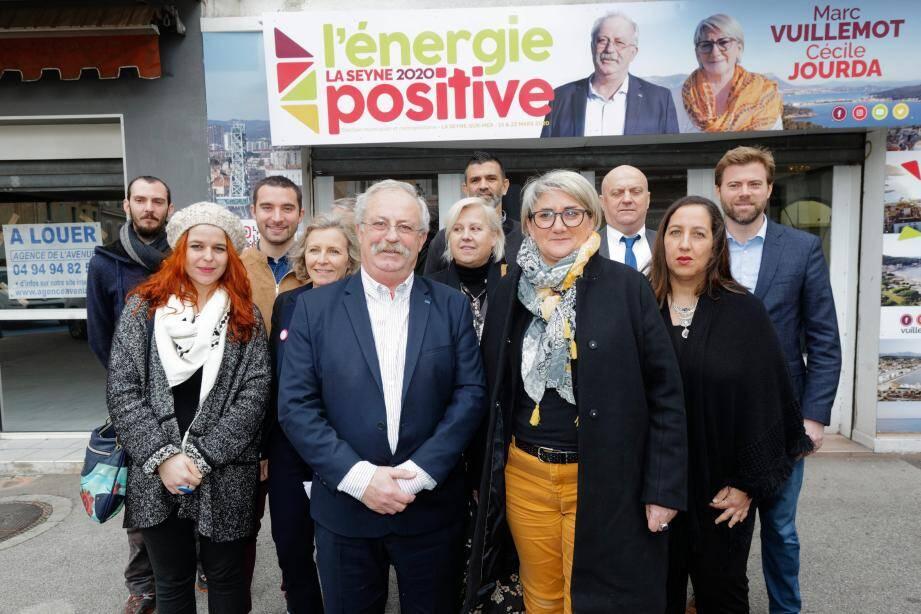 Le maire a reçu le soutien de plusieurs représentants locaux des partis de gauche.