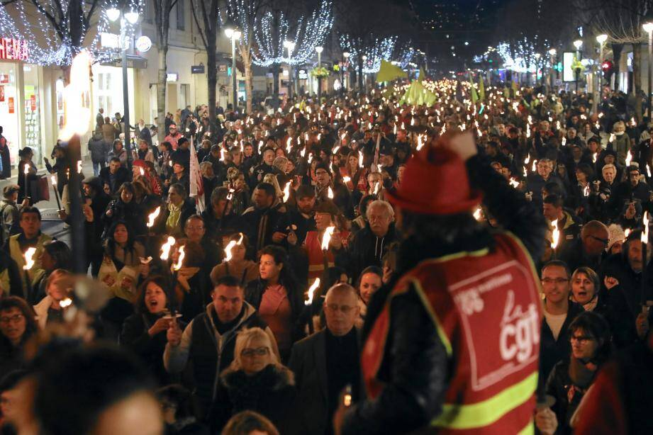 2000 manifestants avec 700 flambeaux ont descendu, hier soir, l'avenue Jean-Médecin.