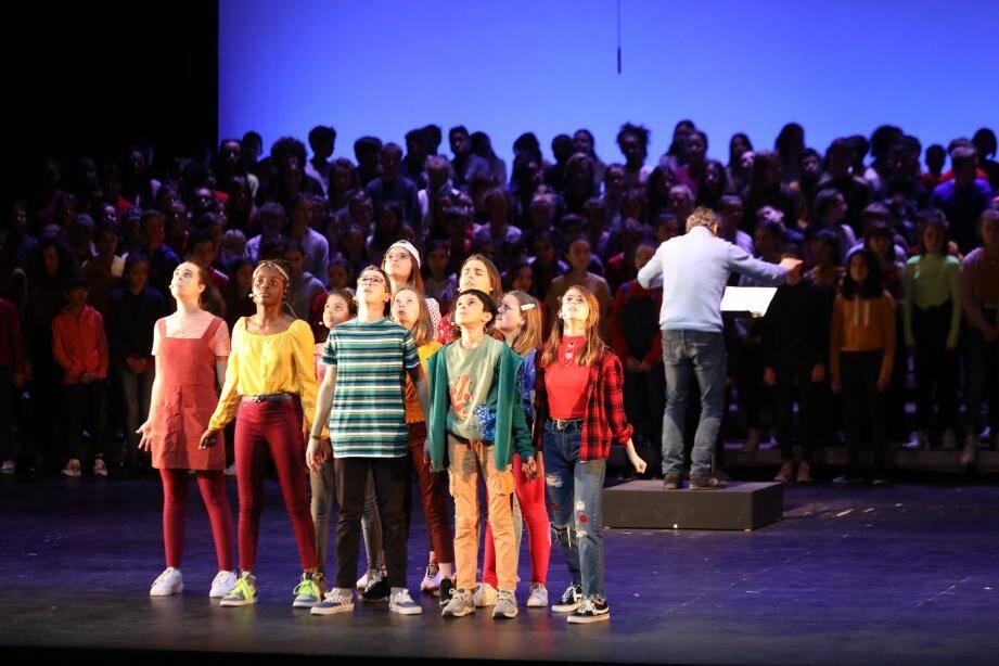 Le petit chœur et le grand chœur, en pleine répétition hier.