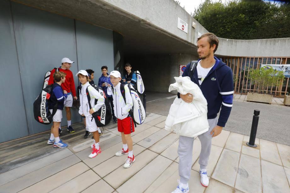 """Avant de reprendre sa saison, Medvedev avait donné de son temps pour les jeunes talents du team """"Les petits crocos""""."""