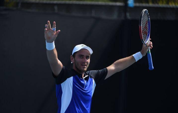 Elliot Benchetrit s'impose en trois sets contre le Kazakh Dmitry Popko (4-6, 6-2, 6-3).